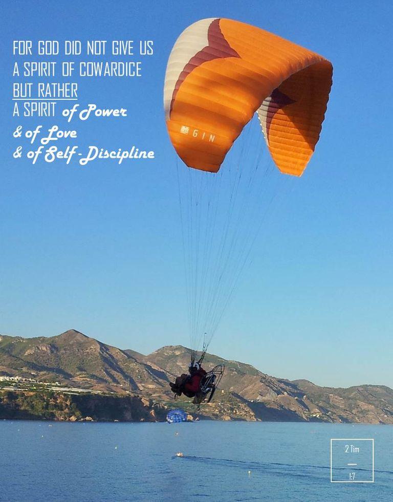 Nerja, paraglider, no fear